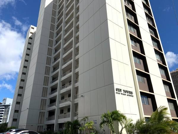 Sky Tower 2 Bed/2 Bath w/1 Parking Available Now!
